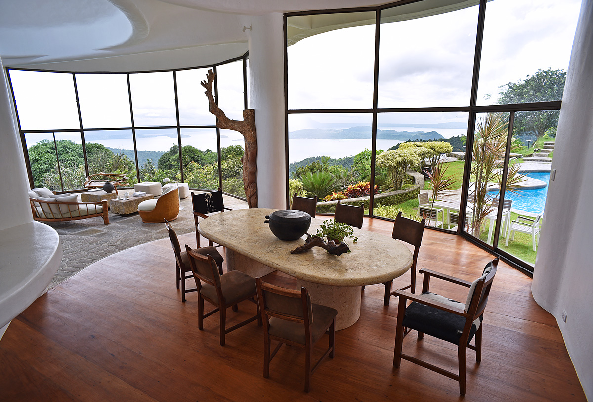 raffis-way-dining-room02